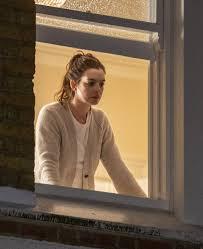 Locked Down- compensa um serão com esta Annie Hathaway?